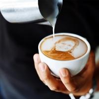 """Koffie of thee? """"Ja, graag!"""""""